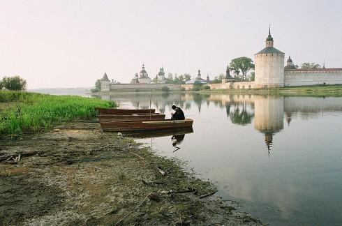 Кирилло-Белозерский монастырь. Молитва инока